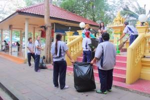 10 มกราคม 2558 ร่วมกันทำความสะอาดชุมชนใกล้โรงงาน